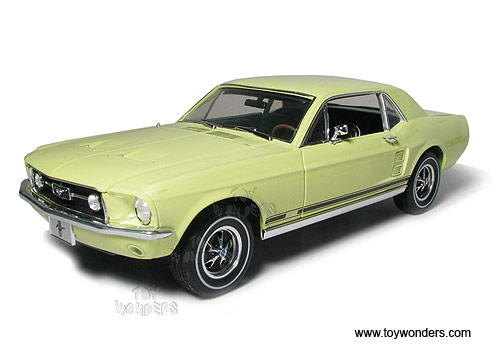 Greenlight Muscle Car Garage   Ford Mustang Coupe Hard Top (1967, 1/18