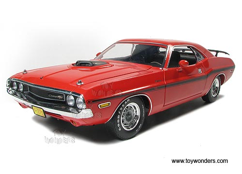 1970 Dodge Challenger Hard Top By Greenlight Muscle Car Garage 1 18