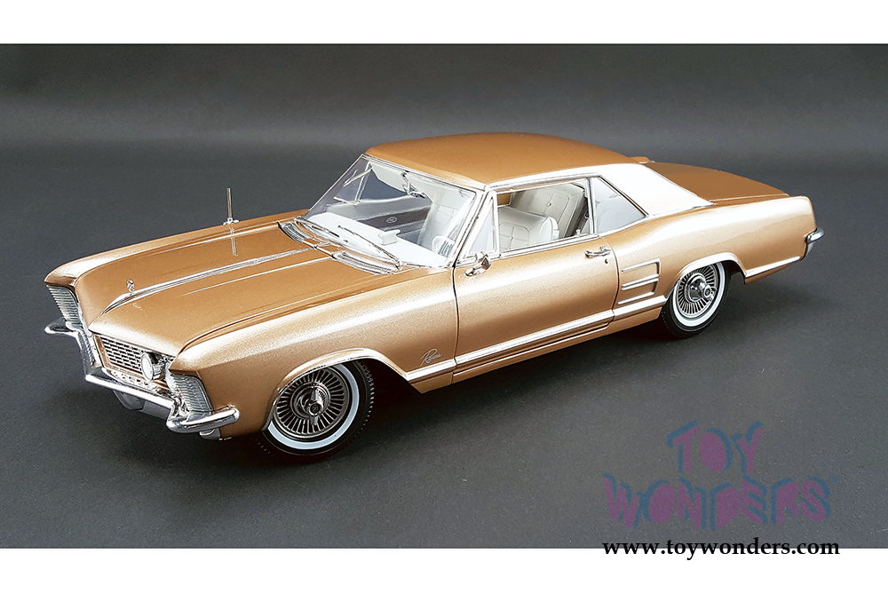 Acme   Buick Riviera Hard Top (1964, 1/18 Scale Diecast Model Car
