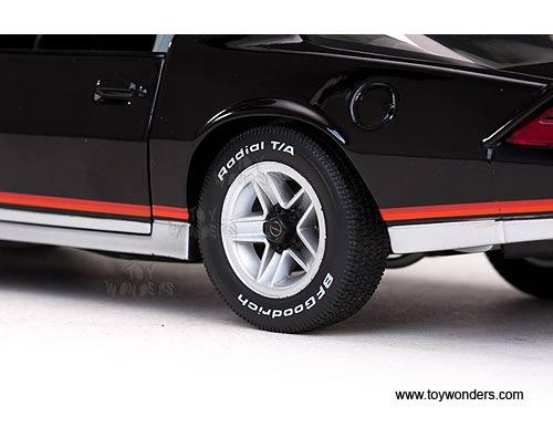 1982 Chevy Camaro Z28 TTop 1927BK 118 scale Sun Star USA