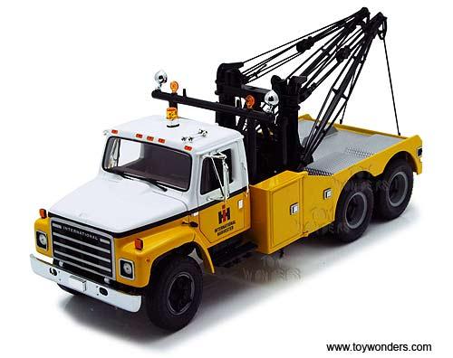 http://www.toywonders.com/ProductCart/pc/catalog/40-0200-International-Harvester-Tow-Truck-125-FG.jpg