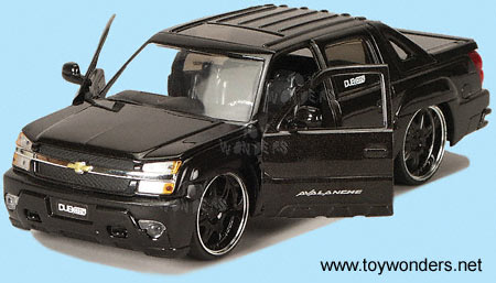 2001 chevy Avalanche by Jada Toys Dub City 1/24 scale diecast model ...