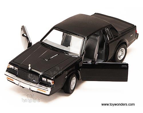 Showcasts Buick Regal Hard Top 1987 1 24 Scale Cast Model Car