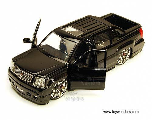 Jada Toys Lopro Cadillac Escalade Ext Pickup W Sunroof 2002 1