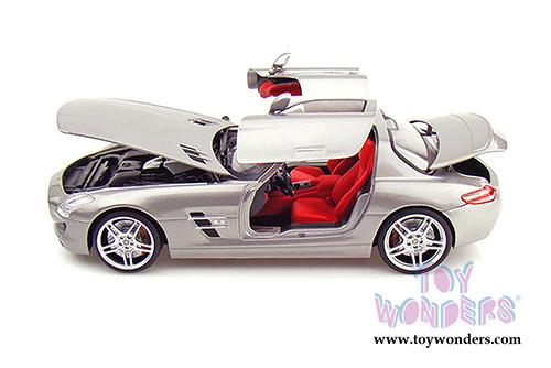 Mercedes benz sls amg hard top mo50106sv 1 18 scale mondo for Mercedes benz sls amg toy car