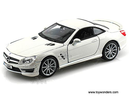 Mercedes Benz Sl 65 Amg Hard Top 21066w 1 24 Scale Bburago