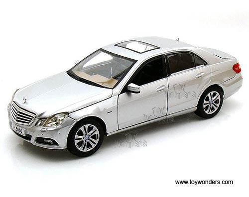 2009 mercedes benz e class hard top w sunroof by maisto 1 for Mercedes benz toy car