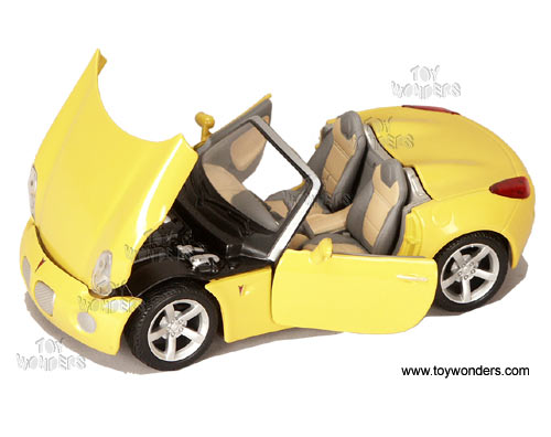 Maisto Model Cars Pontiac Solstice Convertible 2006 1 24 Scale Cast Car Models Td 34993