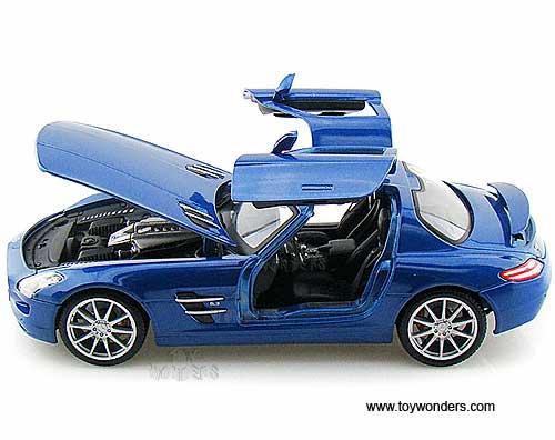 Mercedes benz sls amg hard top 36196bu 1 18 scale maisto for Mercedes benz sls amg toy car