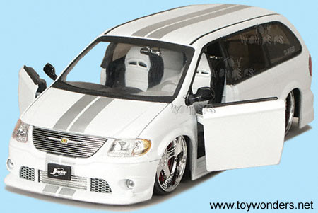 cars pictures and information chrysler town country 2010 model wallpapers. Black Bedroom Furniture Sets. Home Design Ideas