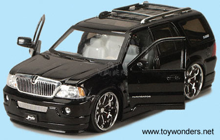 2003 lincoln Navigator by Jada Toys Dub City 1/24 scale ...
