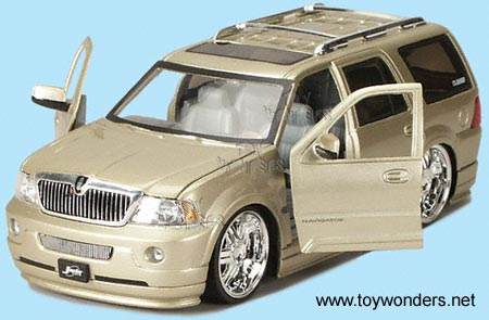 Diecast Collector Model Cars DUB City  Lincoln Navigator 2003 1