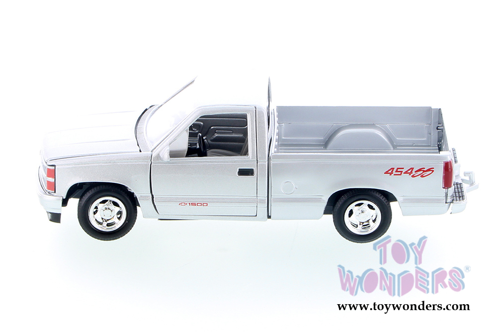 Showcasts Collectibles Chevrolet 454 Ss Pickup Truck 1992 1 24 Scale Diecast Model Car Silver 73203ac Sv