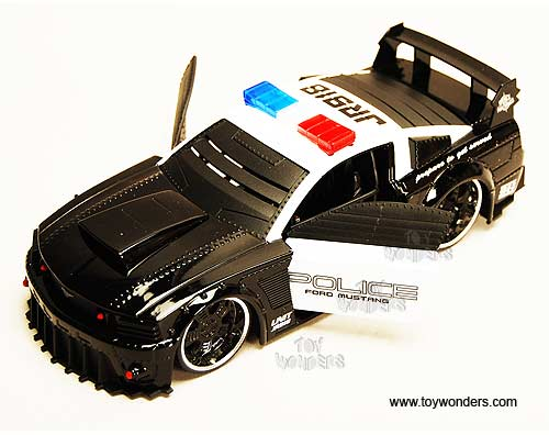 Jada Toys 2006 Dodge Magnum Rt 124 Scale: 2006 Ford Mustang GT Police Car By Jada Toys Battle
