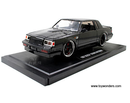 buick gr national hard top  jada toys collectors club  scale diecast model car