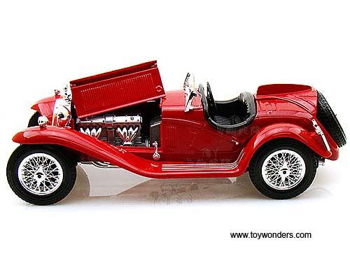 Burago Alfa Romeo 8C 2300 Spider Touring 1932 1:18 Scale Diecast Model 18-12063R
