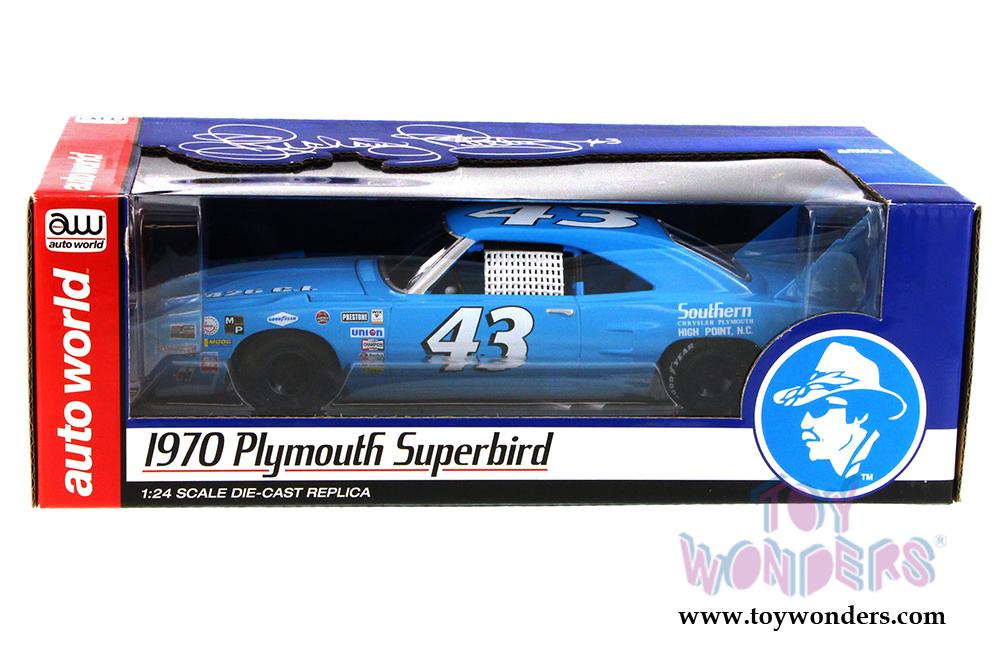 Auto World Richard Petty 1970 Plymouth Superbird 1:24 Nascar Diecast