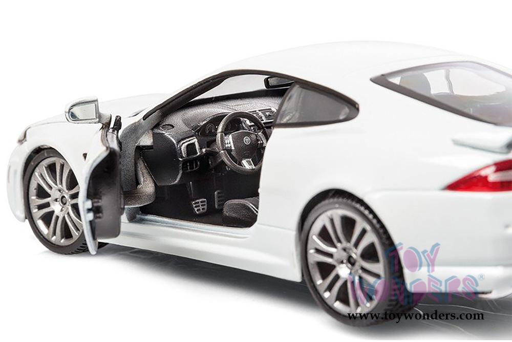 Bburago Jaguar Xkr S Hard Top 1 24 Scale Diecast Model Car White