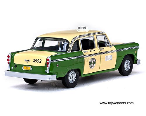 Sun Star - Chicago Checker Taxicab (1981, 1/18 scale diecast model car,  Green/Yellow) 2502
