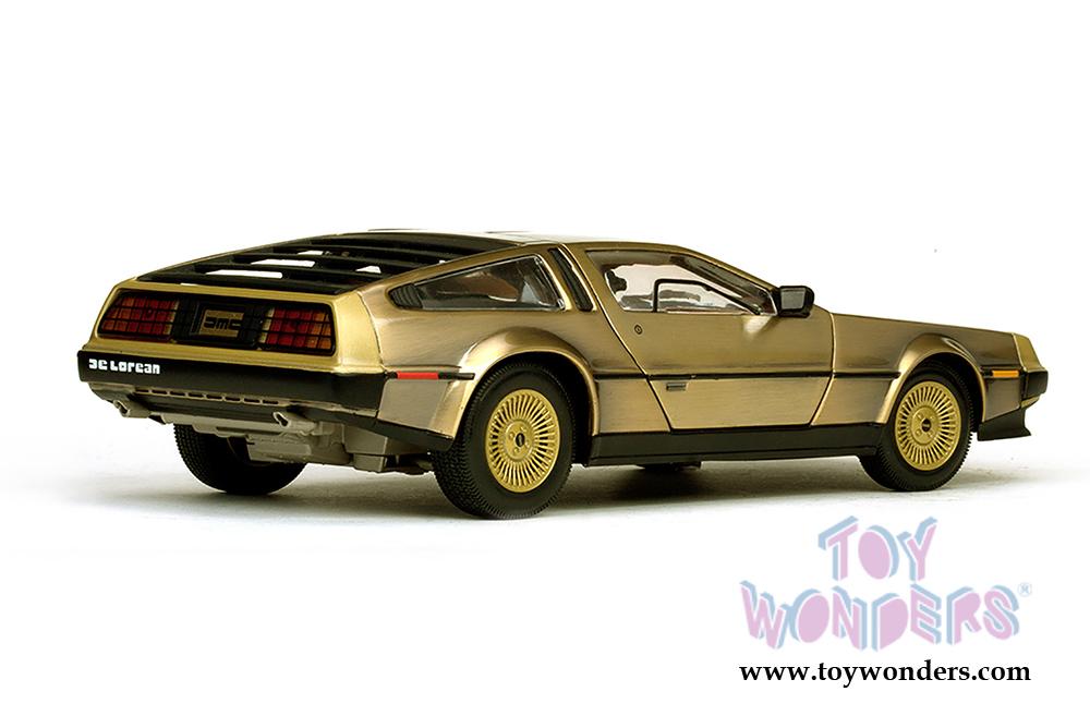 SUNSTAR 1:18 1981 DELOREAN DMC BACK TO THE FUTURE DIECAST CAR GOLD EDITION 2702