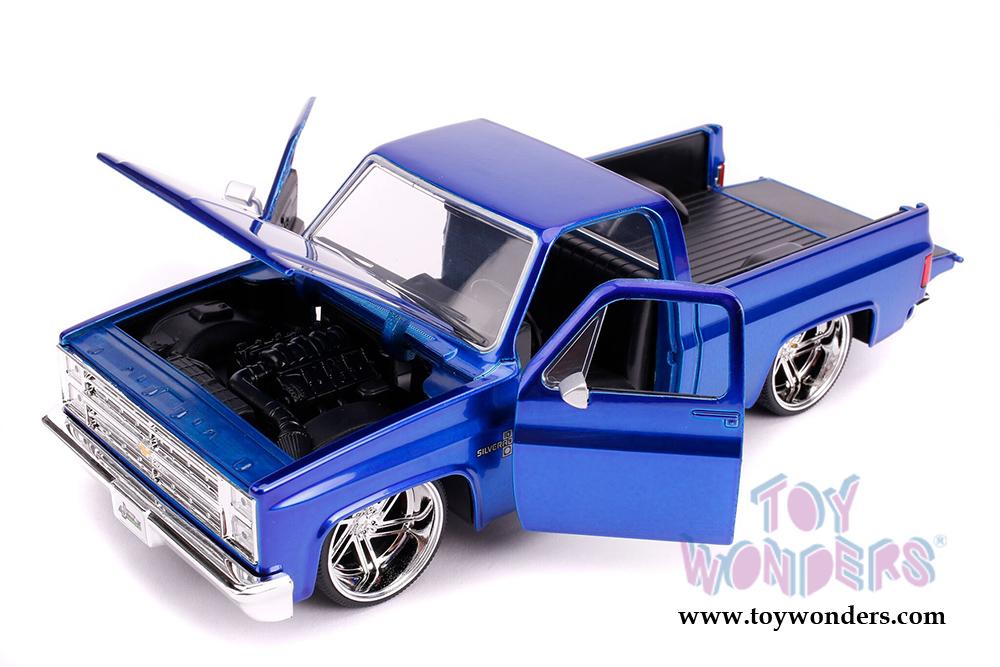 1985 CHEVROLET SILVERADO C-10 PICKUP TRUCK CANDY BLUE 1//24 DIECAST JADA 30287-1