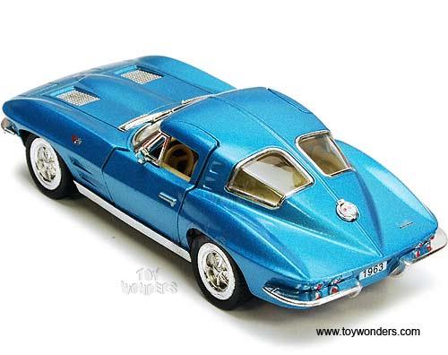 Kinsmart - Chevy Corvette Stingray Hard Top (1963, 1/36 scale diecast model  car, Asstd ) 5358D