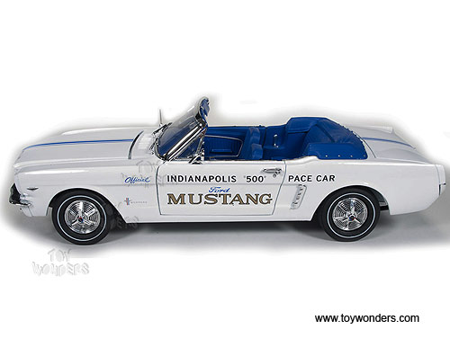Contemporary Manufacture Auto World 1:18 1964 1/2 Ford Mustang Indianapolis 500 Pace Car White AW209
